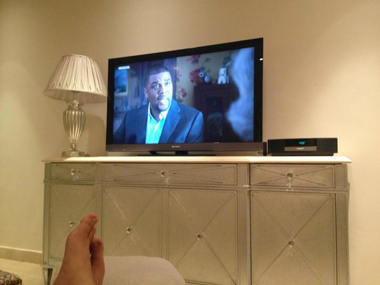 Kempinski Hotel & Residences Palm Jumeirah: Living Room With a Great TV Experience