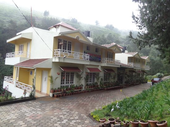 Pinewood Guest House : Front View