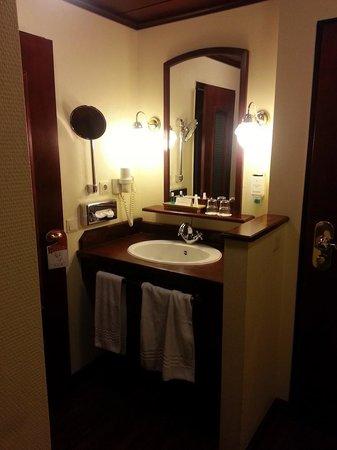 Steigenberger Hotel Linz: room2