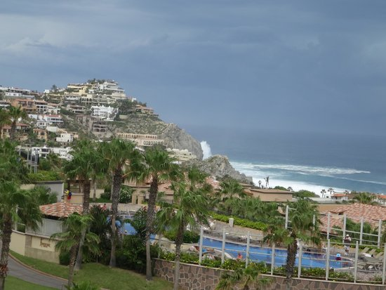 Pueblo Bonito Sunset Beach Golf & Spa Resort: Impending Odile, from Cigar Bar patio