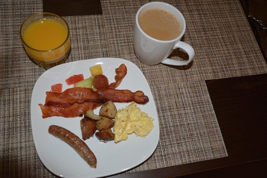 506 On The River Inn: Breakfast - hard to resist even for a small eater.