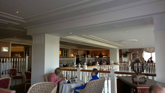 Castle club lounge breakfast picture of disneyland hotel for Chambre castle club disneyland hotel