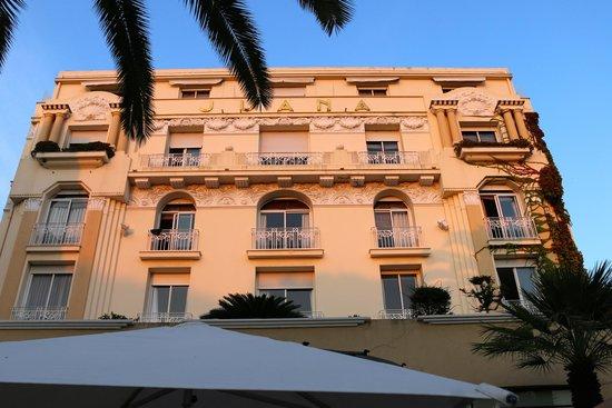 Hotel Juana: Front façade