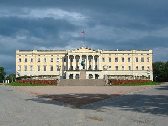 Saga Hotel Oslo: The Royal Palace is close, just a 5 min walk.