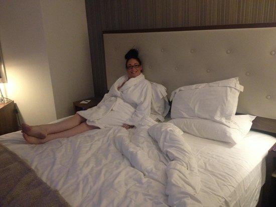 Best Western Plus Samlesbury Hotel: Massive 'club' bed!