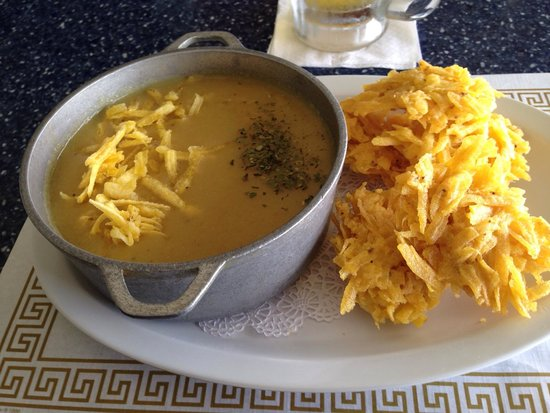 "El balcón de Capitán : Plantain Soup with ""arañitas"""