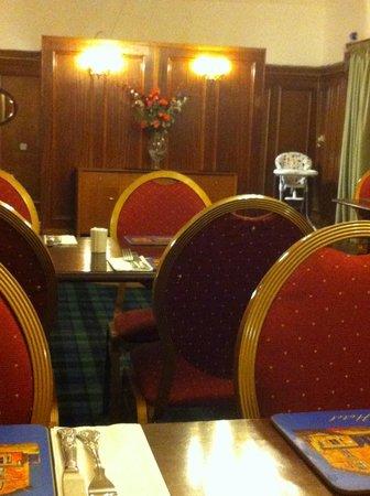 National Hotel Dingwall: Time warp dining room - decor & menu circa 1970s.
