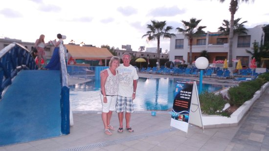 Kefalonitis Hotel Apts.: Us by the pool