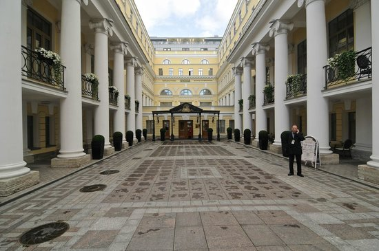 The State Hermitage Museum Official Hotel: Front Entrance of Hotel