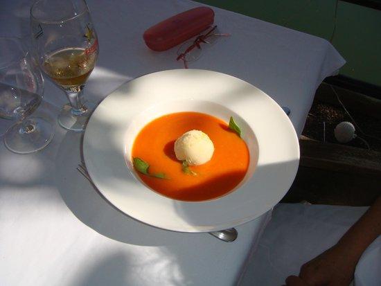Pont Vell: Crema di pomodoro con quenelle di formaggio