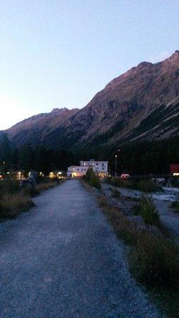 Hotel Restaurant Morteratsch: l'hotel dall'esterno