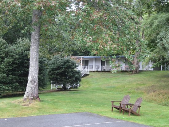 Bar Harbor Motel: Quiet room near the back of the property, patio and by the trail entrance.
