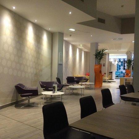 Novotel Manchester Centre: The Lobby