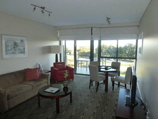 Balgownie Estate Vineyard Resort & Spa: View through spa suite to balcony and gounds