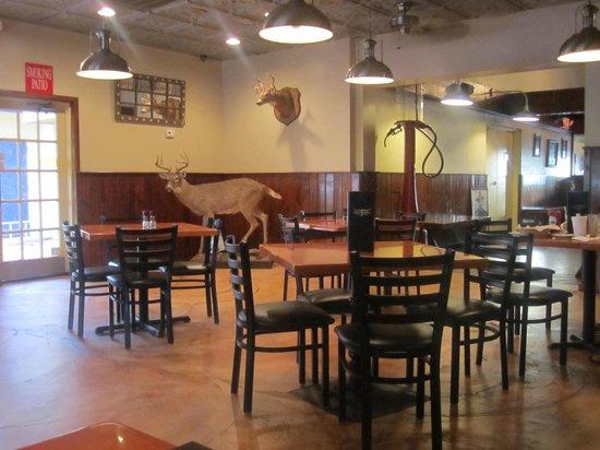Backwoods Steakhouse: une partie de la salle