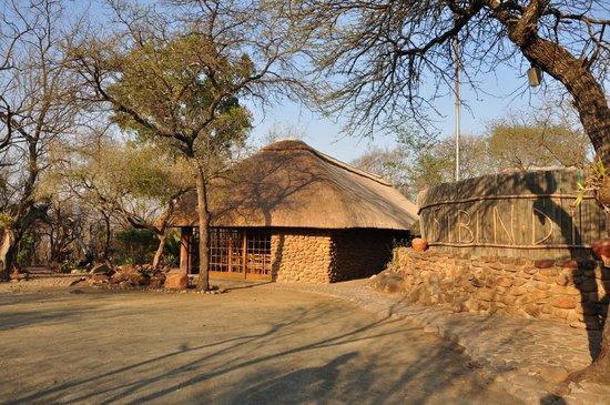 Isibindi Zulu Lodge: Hotel Eingang und Büro