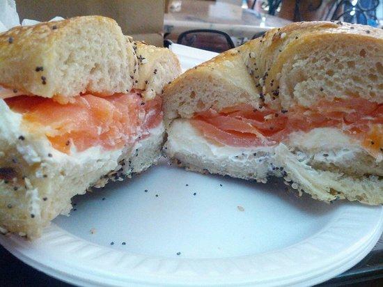 Ess-a-Bagel : Bagel al salmone a crema di formaggio !! Ottimo come colazione energetica..
