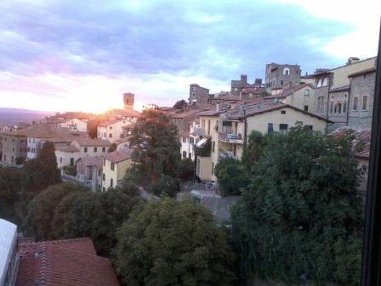 Hotel San Luca: Vista al pueblo
