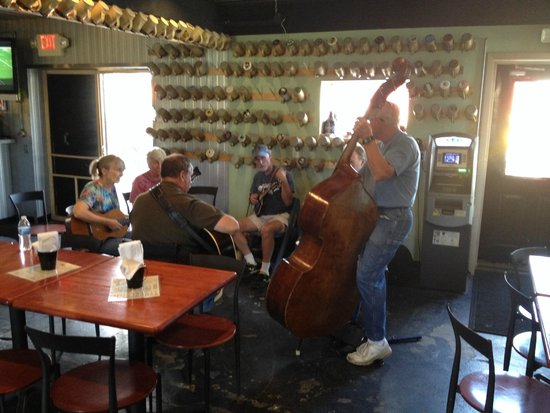 Paw Paw Brewing Company: Impromptu  jam session