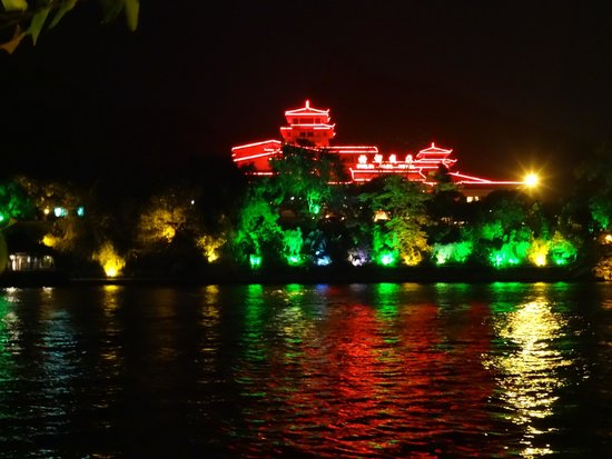 Guilin Park Hotel: Hotel by night