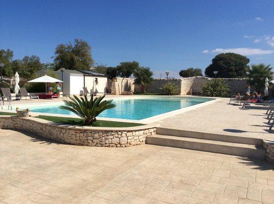 Artemisia Resort : zwembad