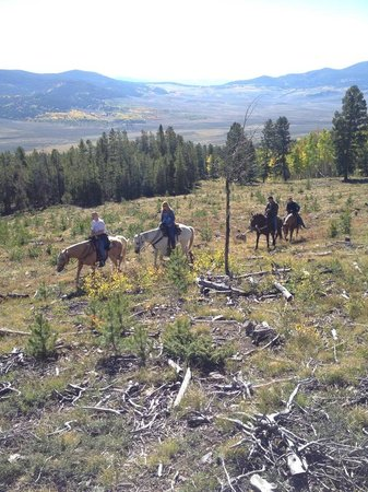 Waunita Hot Springs Ranch: Horse back riding up to the wranglers breakfast