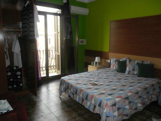 Barcelona Rooms: chambre lit au moins 160