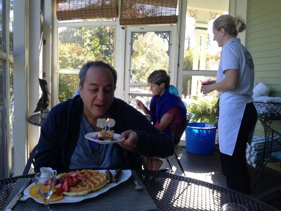 Captain Freeman Inn : Birthday Breakfast Cake on the Screened Porch.