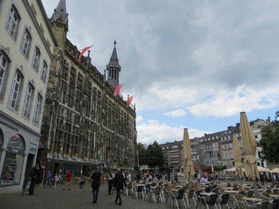 Markt : the city hall