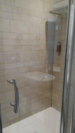 Holiday Inn Bristol City Centre: Shower