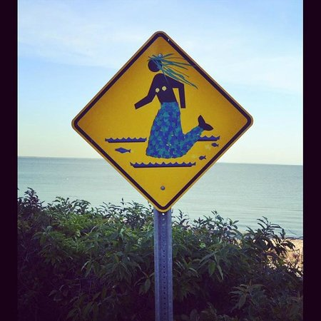100 yds from Pequot Hotel. Sandy beach & Mermaid crosswalk.