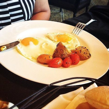 Four Seasons Hotel Beirut: Sunny side up eggs