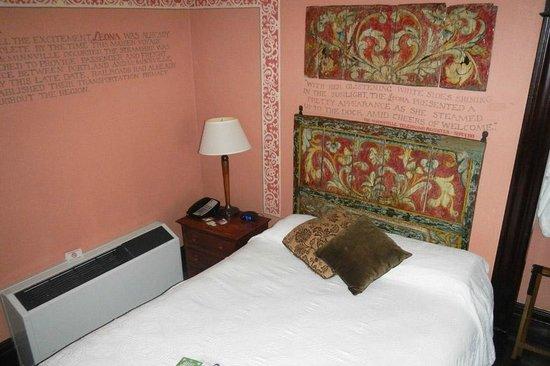 McMenamins Hotel Oregon : Hotel Oregon Room 303 - Leona