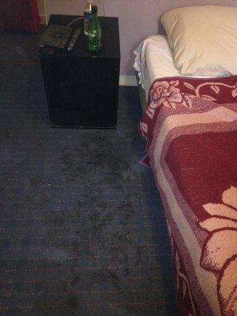 Hotel Santana : Neanche in officina dopo cambio olio c è puzza ed è così sporco