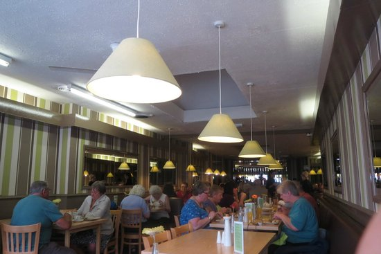 Sandown Restaurant & Cafe': Busy but not rushed