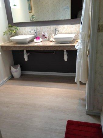 Regency Suite new bathroom