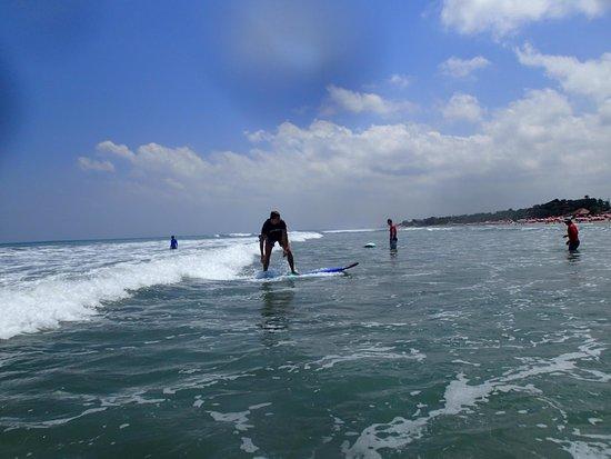 Desu de Bali Surf - Surfing Courses : Standing