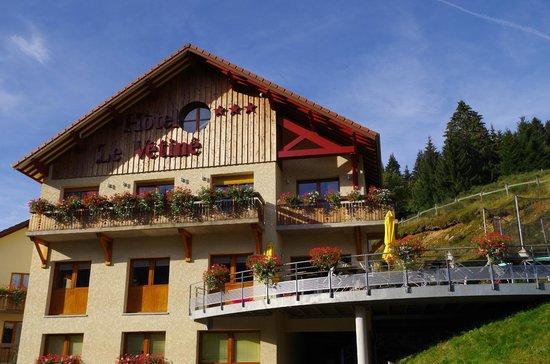 Le Vetine Hotel : Вид отеля со стороны парковки