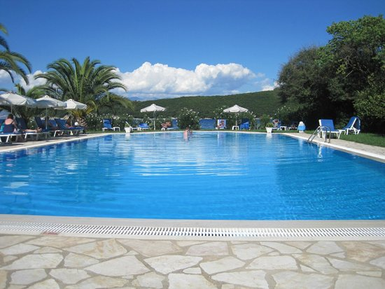 Bella Mare Hotel: Almost an infinity pool!