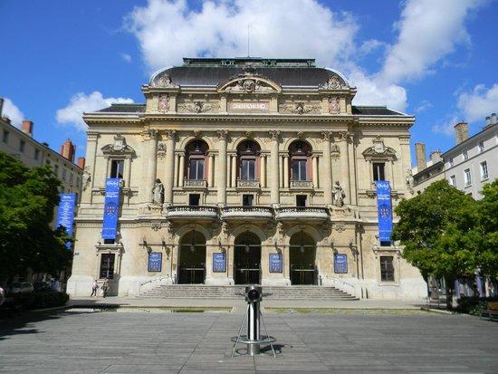 The Presqu'île: оперный театр