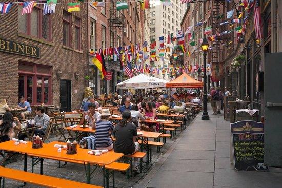Hampton Inn Manhattan Downtown Financial District Stone Street Dining