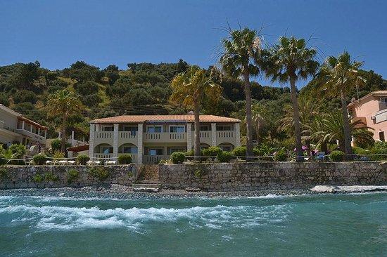 Porto Davia Hotel : budynek z morza