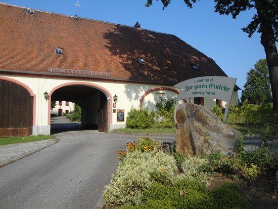 Grubschütz, Tyskland: Einfahrt zum Hotel