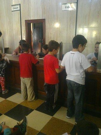 Republica de los Ninos: Actividad en el banco