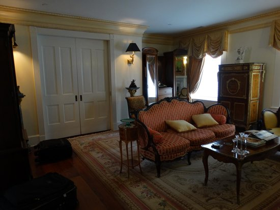 The Annapolis Inn: Sitting room off the bedroom suite