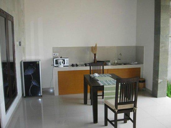 Evita Villa: Kitchen/ Dinning area
