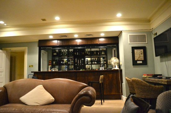 Hinxton, UK: lounge