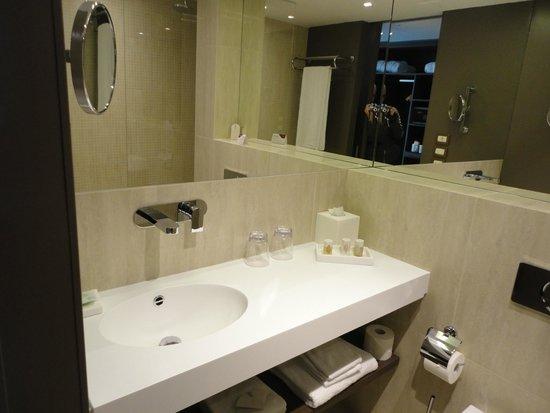 Crowne Plaza Geneva: salle de bains