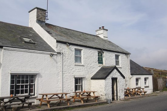 The Warren House Inn: Front of Pub