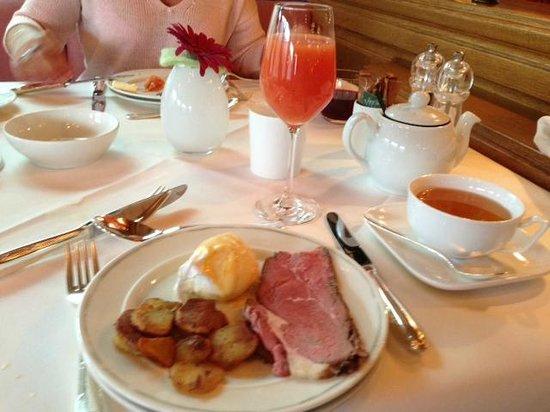 Hotel Traube Tonbach: le petit dejeuner